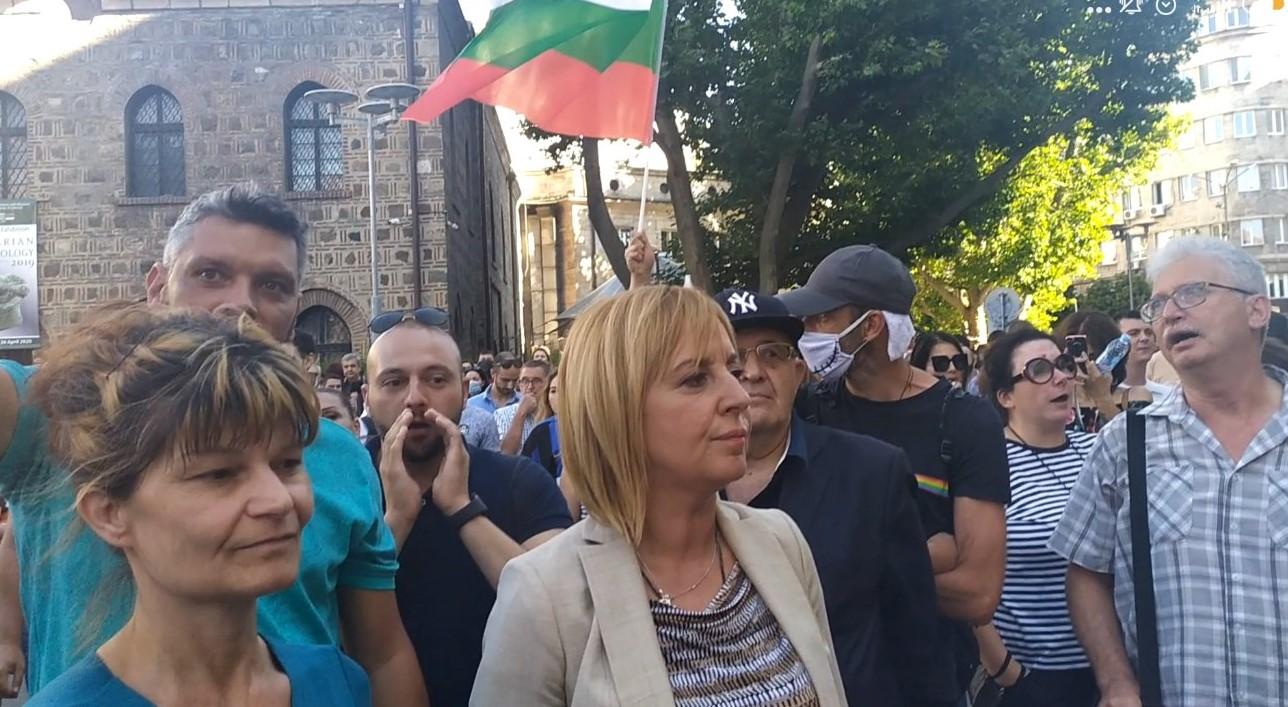 Манолова на протеста: Борисов, отиди си с мир. Не предизвикай безредици