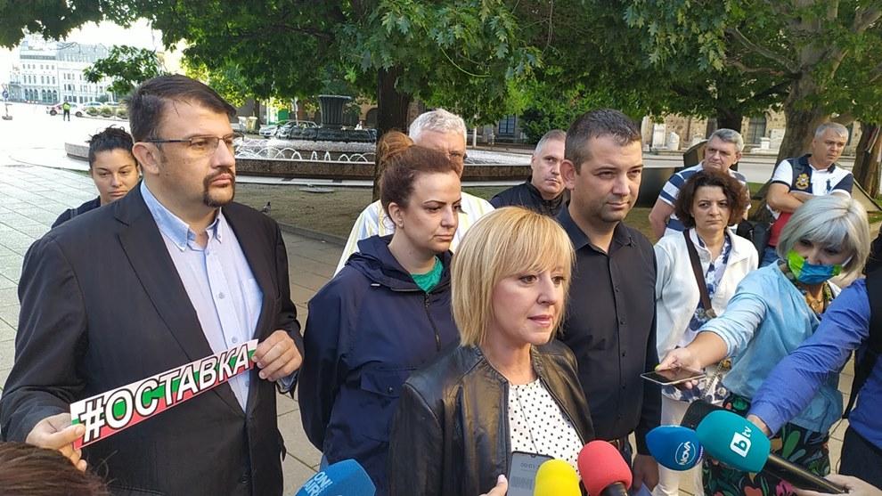 Манолова: Борисов, нямаме никакво съмнение, че ти си наредил нахлуването на полицаите в дома на майката на Тихомир