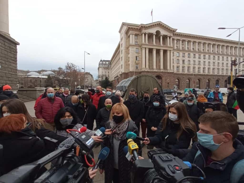 Манолова: Борисов да разпореди мораториум върху плащането на сметките за парно за ноември