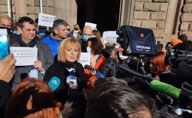 Манолова: Правителството кара хората да връщат получените 24 лв. на ден