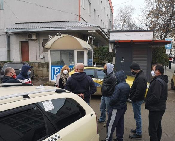 Манолова: Държавата да върне на таксиметровите шофьори парите за патентен данък за 2021 г.