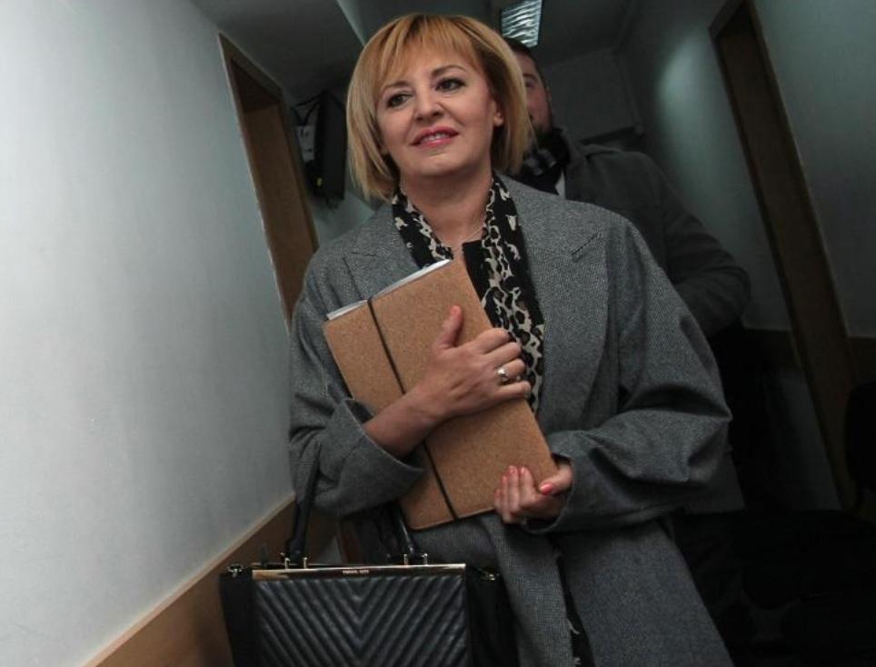 Манолова заведе пет дела срещу ПИК и Ретро за 250 хил. лв.