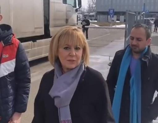 Манолова: Машини за гласуване за 65 млн. лв. се охраняват от … една кола на жандармерията