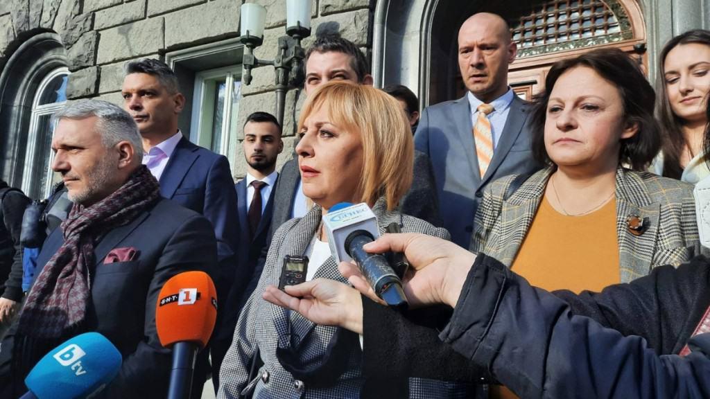 """Манолова: Внесохме 5507 подписа в ЦИК за регистрация на """"Изправи се! Мутри вън!"""" за изборите"""