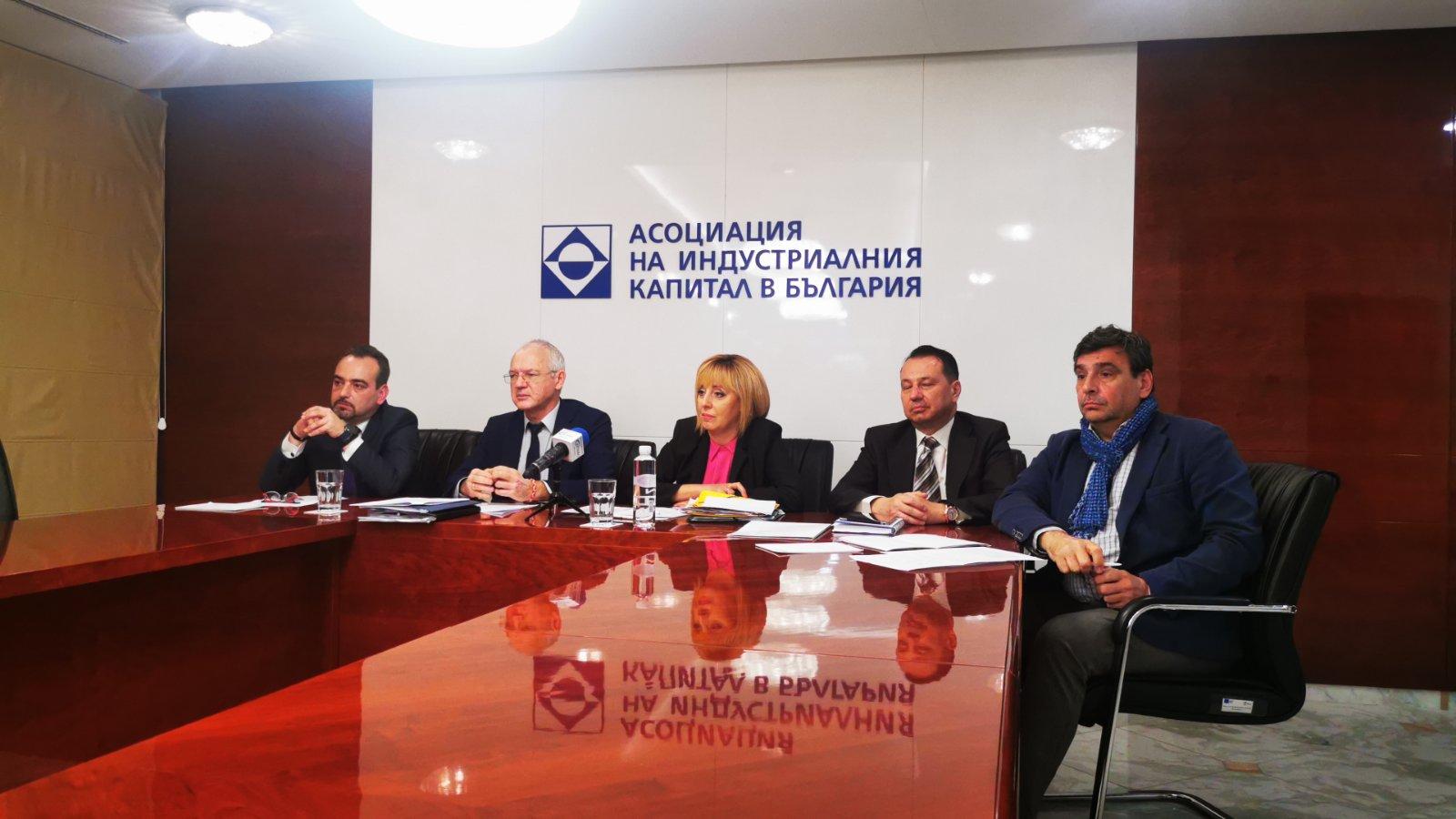 Манолова: Електронното управление е един от големите провали на Борисов