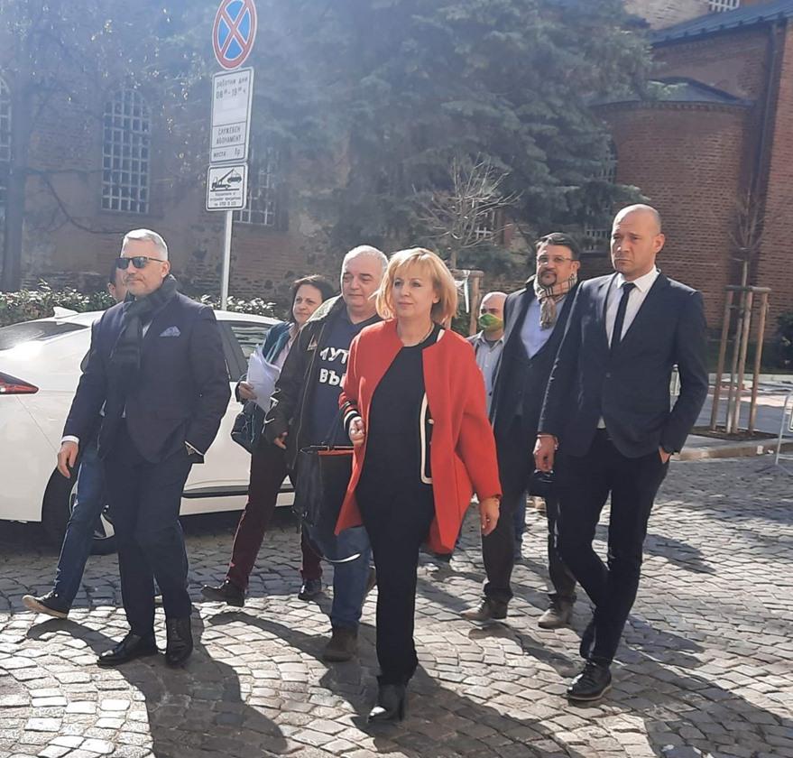 Днес в 13:00 ч. е делото на Манолова срещу ЦИК за намаления брой на членовете на СИК в чужбина