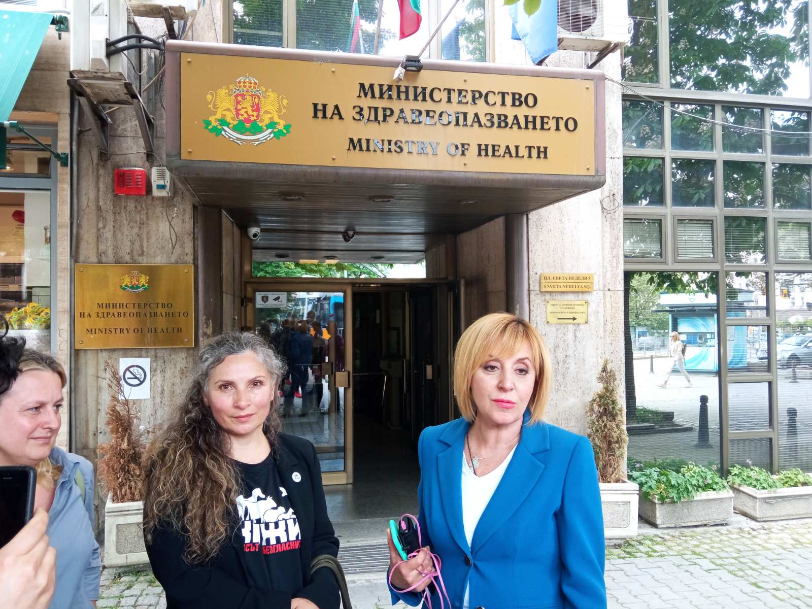 """Манолова поиска министрите на земеделието и здравеопазването да проверят фермата за норки на фирма """"Градус"""""""