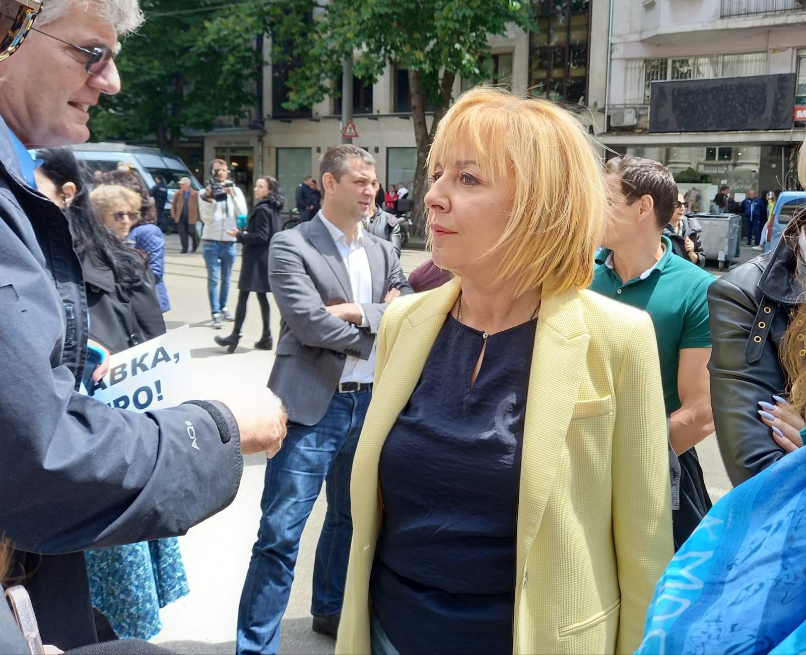 Манолова на протеста пред Съдебната палата: Опитът да се сплаши Бойко Рашков е опит да сплашат всички министри
