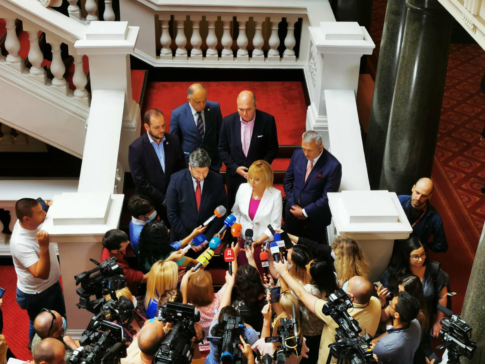 Манолова: Няма да позволим в следващото правителство да има дългата ръка и едрата сянка на ГЕРБ и на ДПС