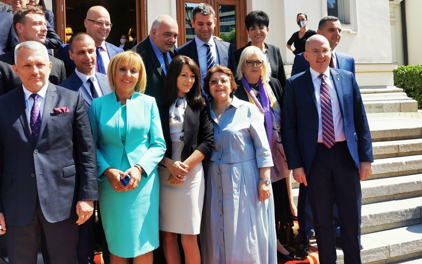 Мая Манолова внесе преизчисляването на пенсиите, Комисията по ревизията, Закона за личната помощ и още четири нови законопроекта и проекторешения