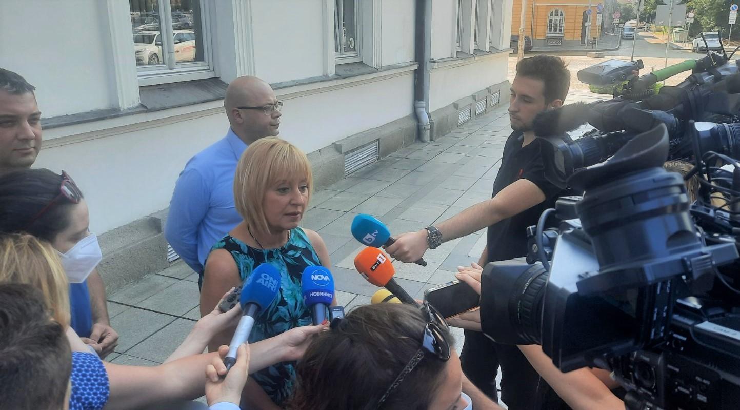Манолова: Президентът да инициира нов кръг консултации преди връчването на третия мандат