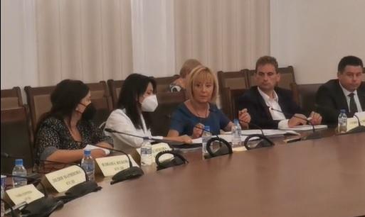 Манолова: Ще предложим 369 лв. минимална пенсия между първо и второ четене на бюджета