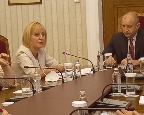 Мая Манолова: Ще положим всички усилия третият мандат да бъде реализиран