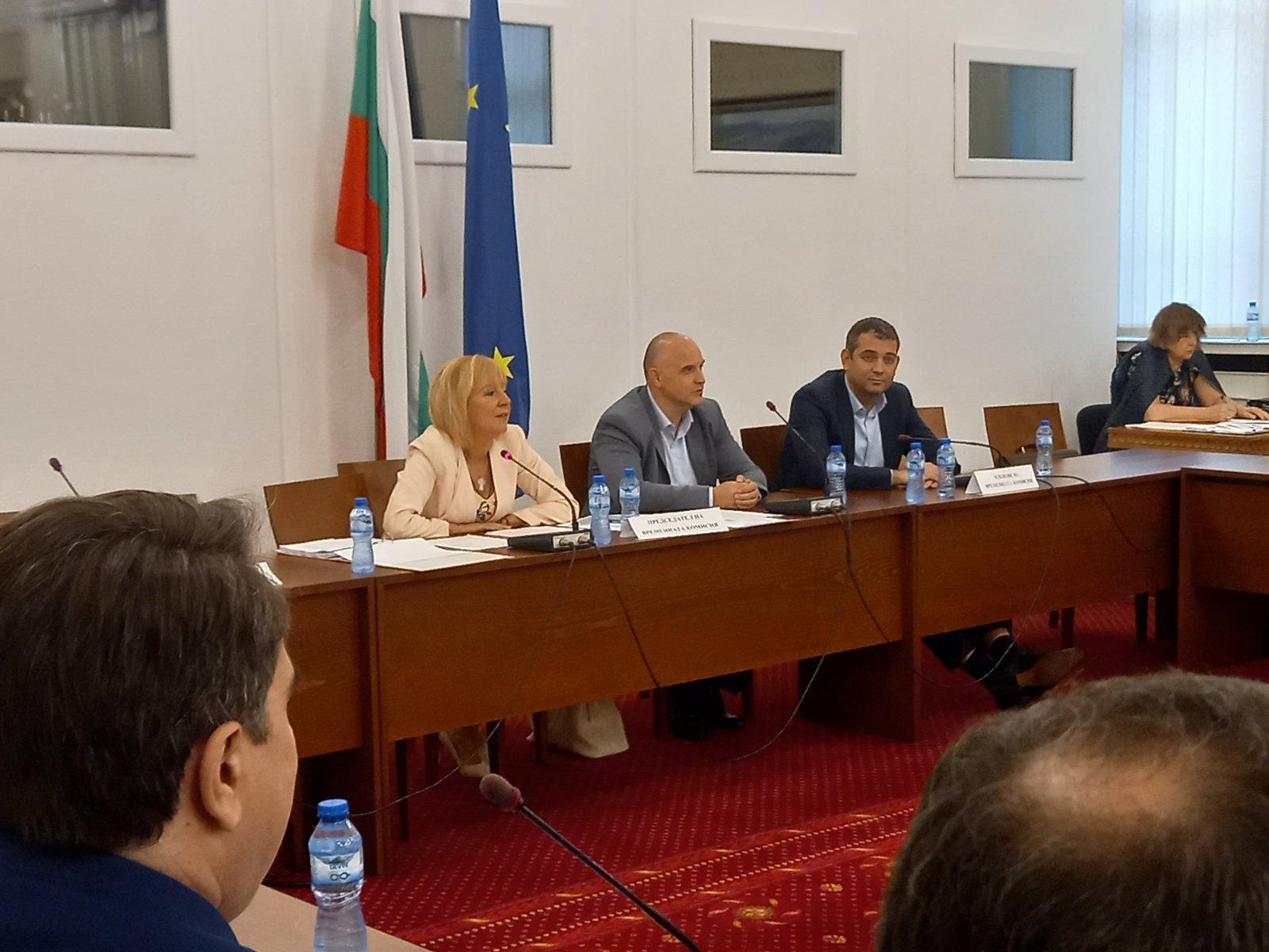 """Манолова: Схемата """"ин хаус"""" е организирана и изпълнена от предишното правителство на Борисов"""
