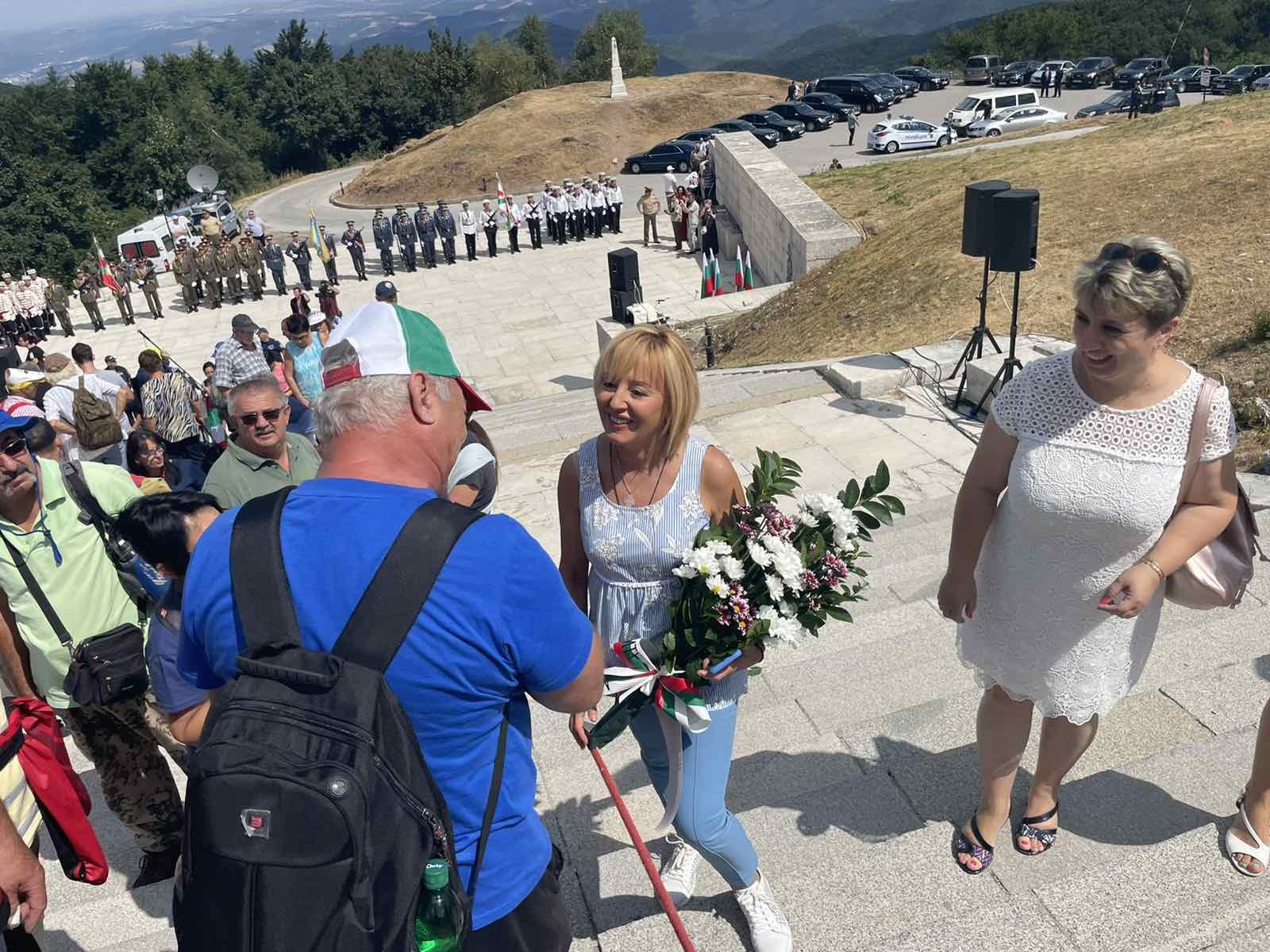 Манолова на Шипка: Всеки трябва да прояви отговорност пред българския народ