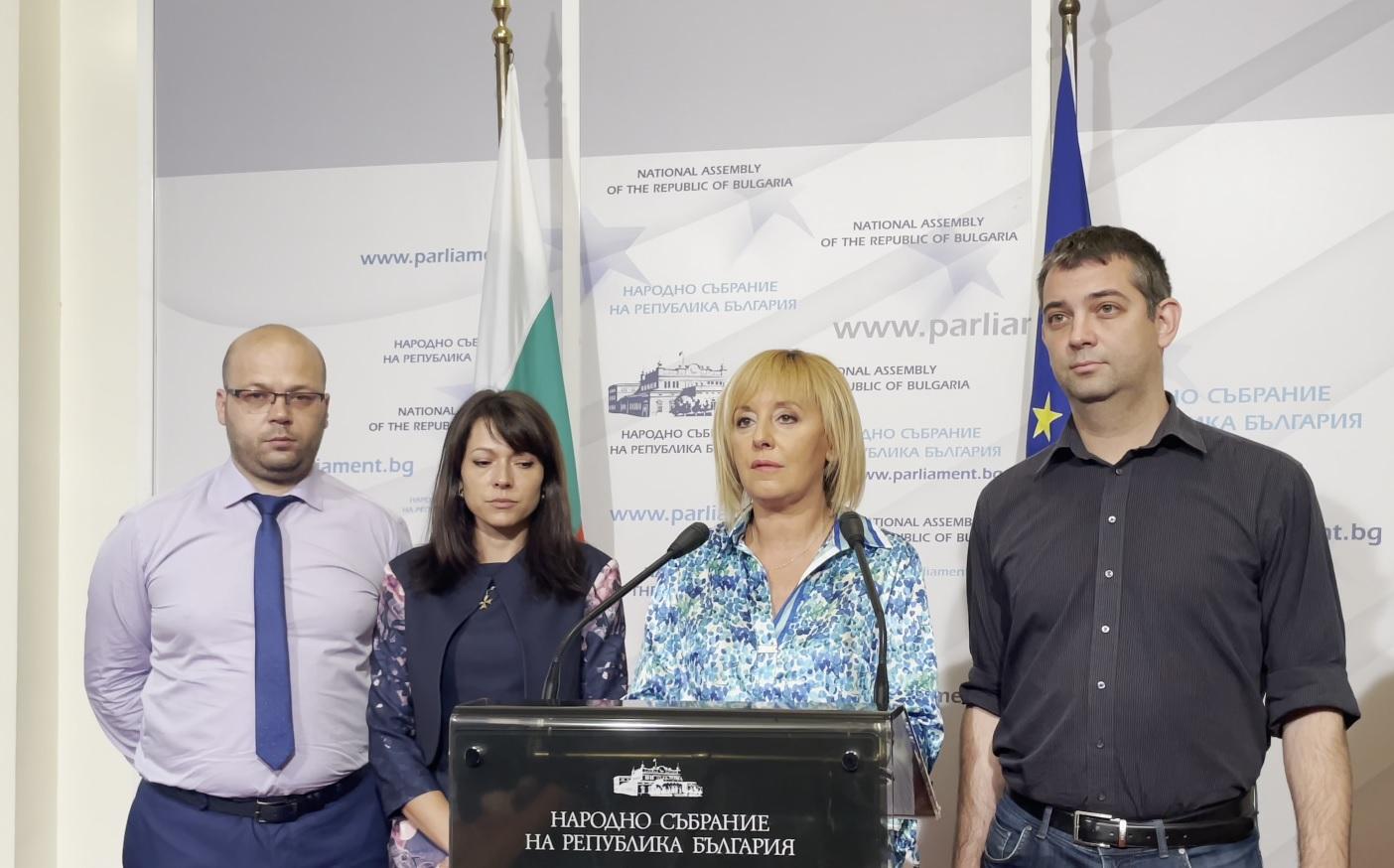 Манолова внесе законопроект за контрол над колекторите