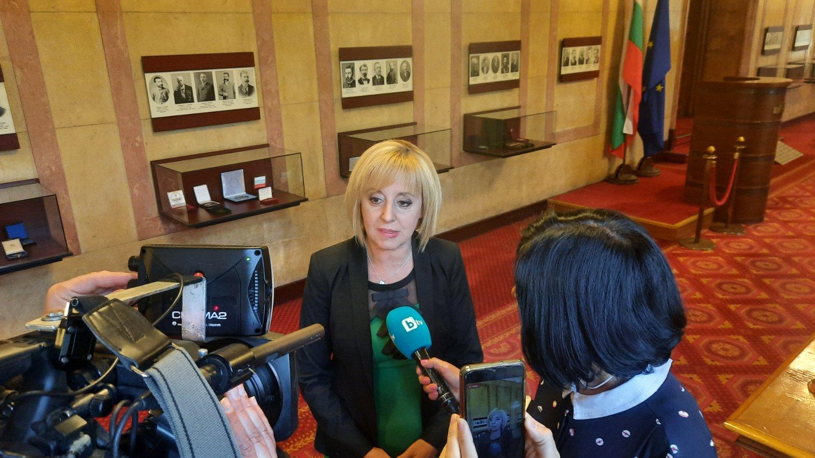 Манолова: Прие се съществено вдигане на минималната пенсия и по 650 лв. за втората година от майчинството