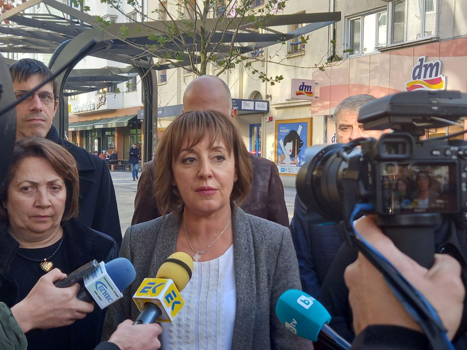 """Манолова: Обжалваме пред съда новата заповед за """"зелен сертификат"""" заради дискриминация"""